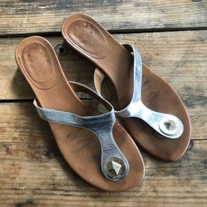 Kate Spade 7.5B Metallic Silver Thong Leather Shoe